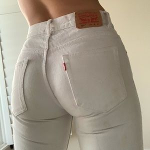 High Waisted White Levi 550 Jeans